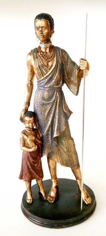 figura africano con niño