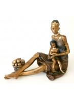 figura africana con niño